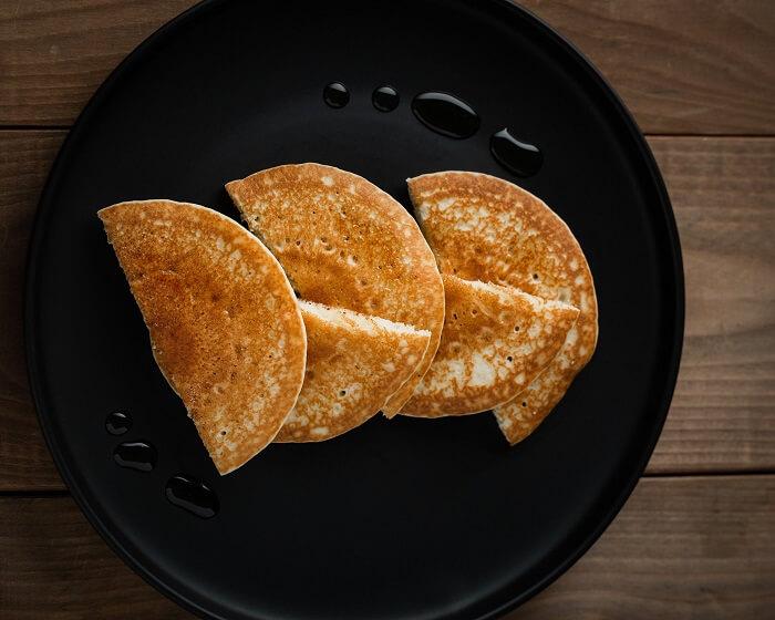 Три блина на тарелке